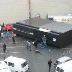 Para los problemas de escala... una XBOX One gigante 1