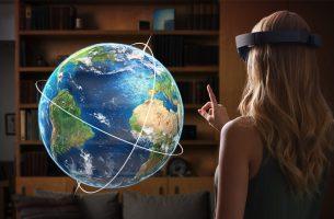 Phil Spencer cree que la VR tiene que evolucionar, y las Hololens son esa evolución