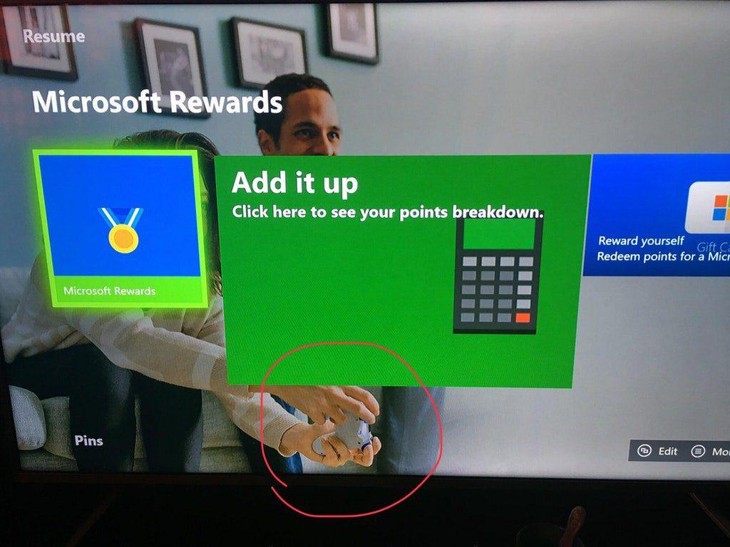 Microsoft publicita por error su programa rewards con un mando de PlayStation 4