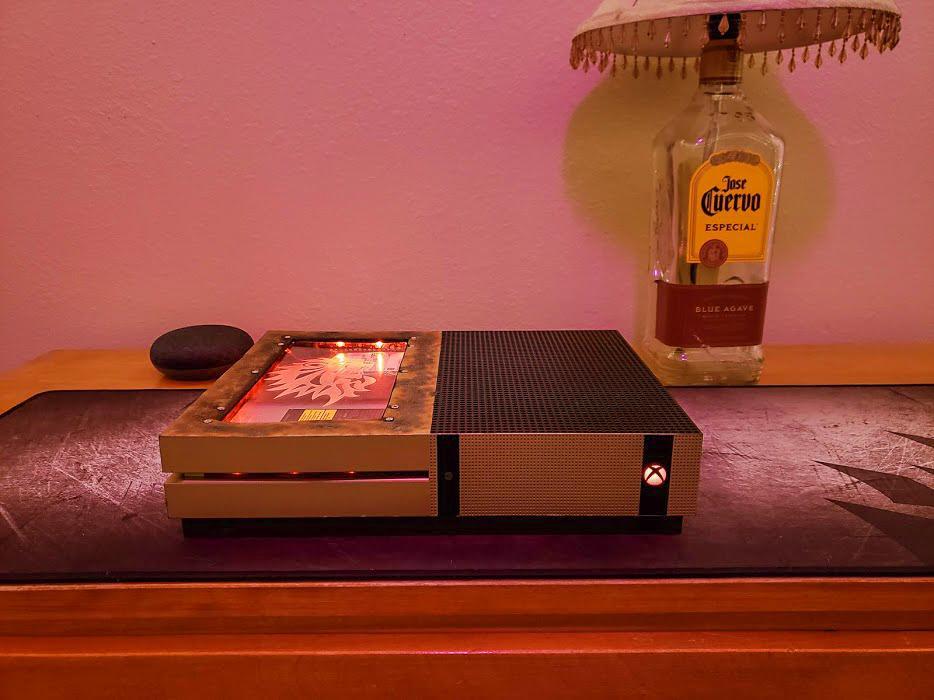 Alucina con esta Xbox One S totalmente personalizada - Este usuario ha personalizado su Xbox One S de una manera fresca y diferente que poco tiene que envidiar a modders profesionales.