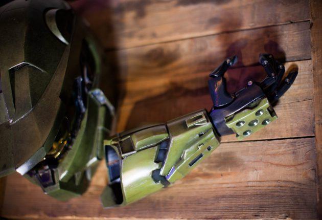 343 Industries colabora con Limbitless para fabricar prótesis inspiradas en Halo - 343 Industries anuncia una nueva colaboración con Limbitless para traer prótesis inspiradas en Halo y las armaduras Mjolnir.