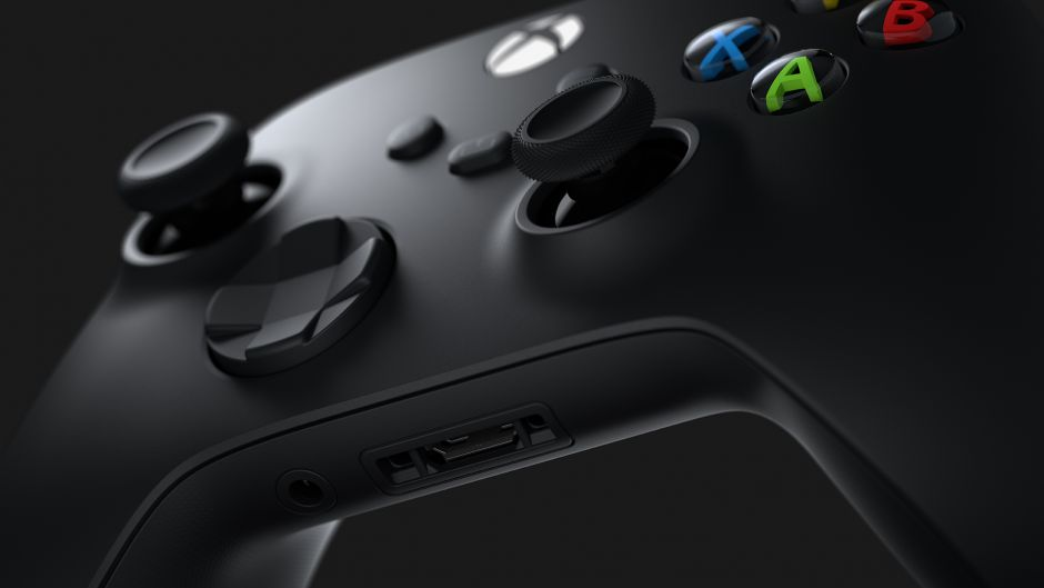 Comparación gráfica entre el mando de Xbox Series X y PS5