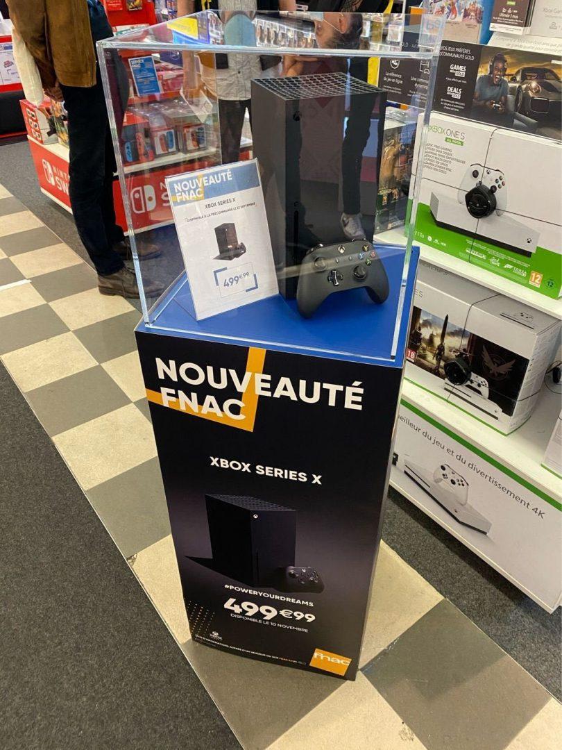 Xbox Series X ya se exhibe en algunas tiendas
