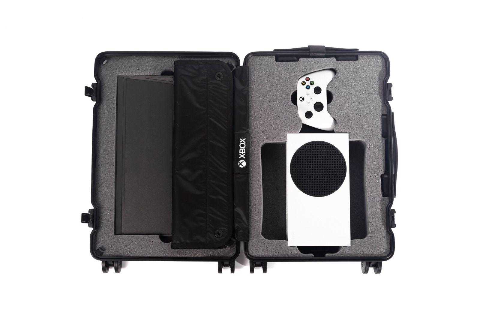 Xbox lanza esta espectacular maleta para llevar Xbox Series S de viaje - Xbox ha lanzado una interesante iniciativa para potenciar el lanzamiento de Microsoft Flight Simulator con esta maleta de Xbox Series S.